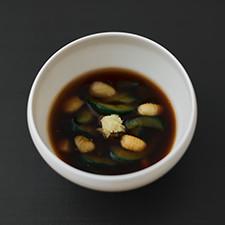 胡瓜と小柱の葛引き 昆布出汁、赤味噌、生姜