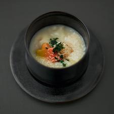 カリフラワーすり流し 帆立 海老芋 紅葉麩<br>パルミジャーノチーズ パセリ