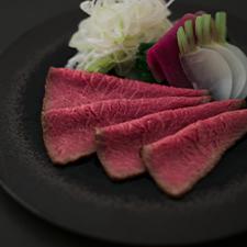 和牛ローストビーフ  赤味噌の上澄み出汁  冬野菜色々