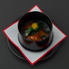 根菜とマキ海老  鈴菜  唐墨粉の雑煮仕立て  酒粕と味噌の香り