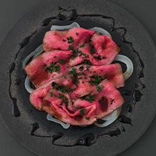 和牛ローストビーフ  新玉葱  牛煮込みタレ  バルサミコ  豆豉  浅葱