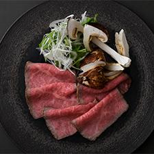 二周年記念特別メニュー<br>特選和牛ローストと松茸のしゃぶしゃぶ  煎り大豆と赤味噌のお出汁
