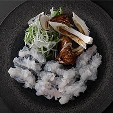 二周年記念特別メニュー<br>名残り鱧と松茸のしゃぶしゃぶ  煎り大豆と赤味噌のお出汁