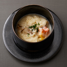 カリフラワーすり流し  帆立  紅葉麩  パルミジャーノチーズ  パセリ