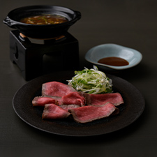 【強肴】群馬県産増田和牛ロースト<p>赤出汁の上澄み小鍋仕立て  特製発酵赤味噌ソース</p>