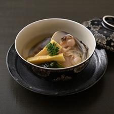 【お碗】蛤潮仕立て 竹の子 鳴門若布 木の芽