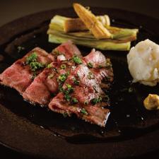 【強肴】和牛ローストビーフ マッシュポテト ヤングコーン醤油焼き 浅葱 バルサミコ酢牛脂ソース 辛子