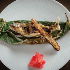 【焼物】天竜川産鮎の二色田楽 骨煎餅 紅芯大根ピクルス