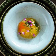 【先付】夏野菜の琥珀寄せ 海ぶどう ~白味噌の上澄みを使用