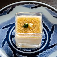 【お凌ぎ】白味噌とクリームチーズの冷製茶碗蒸し 鱧子餡 当り葱 卸し生姜