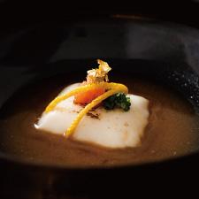 【先付】炙り雲子豆腐 松葉柚子 紅葉おろし 豉特選「雅」を使用したポン酢